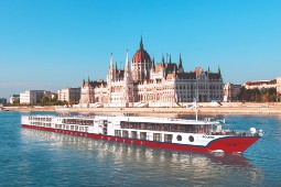 Die MS Bolero ist an vier Terminen auf der Donau für die Mitnahme von Dialyse-Patienten gerüstet. Foto: Nicko Cruises