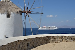 Mit der Europa 2 entdecken Gäste schon bald charmante griechische Hafenstädte und Inseln. Foto: CruiseVision für Hapag-Lloyd Cruises