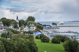 Pünktlich zum Start des Indian Summers nimmt die MS Hamburg 2022 Kurs auf die Großen Seen in Kanada und den USA. Foto: Plantours Kreuzfahrten