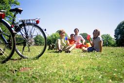 Im Kanu, Radeln oder Wandern: Dertour bietet viele Familienreisen mit kindgerechtem Programm. Foto: DER Touristik