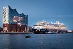 """Auch ab Hamburg werden jetzt """"Blaue Reisen"""" mit der Mein Schiff 6 angeboten. Foto: TUI Cruises"""