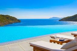 Die ideale Verlängerung an Land: Das Daios Cove Luxury Resort auf Kreta. Foto: Airtours