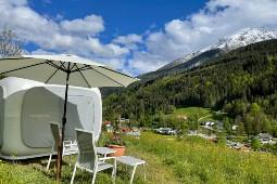 Einschlafen und aufwachen mit Blick auf die Alpenkulisse im Sleeperoo direkt hinter dem Berghotel Rehlegg. Foto: BWH Hotel Group Central Europe
