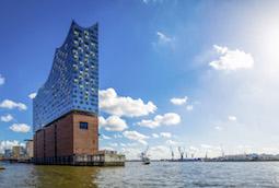 In Hamburg besuchen die Studiosus-Gäste auch die Elbphilharmonie. Foto: Studiosus