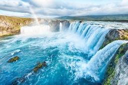 Mit Hauser Exkursionen erwandern Reisende die magischen Orte der Vulkaninsel Island. Foto: Adobe Stock