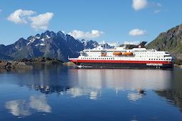 Die Postschiffe fahren 34 Häfen und über 100 Fjorde in Norwegen an. Foto: Photo Competition/Hurtigruten