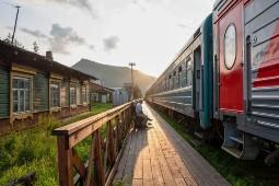 Der Zarengold-Sonderzug beim Halt am Baikalsee. Foto: Reinhard Kern Pfullingen/Lernidee Erlebnisreisen