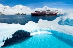 Die Expeditions-Seereisen zum weißen Kontinent starten ab November 2021. Foto: Dan Avila/Hurtigruten
