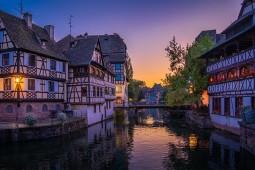 Wer die Adventsatmosphäre in Straßburg erleben möchte, kann eine Mini-Kreuzfahrt mit Croisi Europe planen. Foto: Pixabay