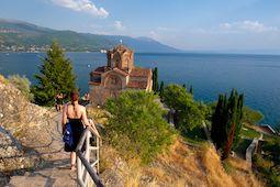 Auf der Balkantour radeln Biker u. a. nach Ohrid, eine Stadt im Dreiländereck Griechenland, Mazedonien und Albanien. Foto: Wikinger Reisen